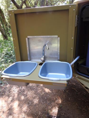 Collapsible wash area